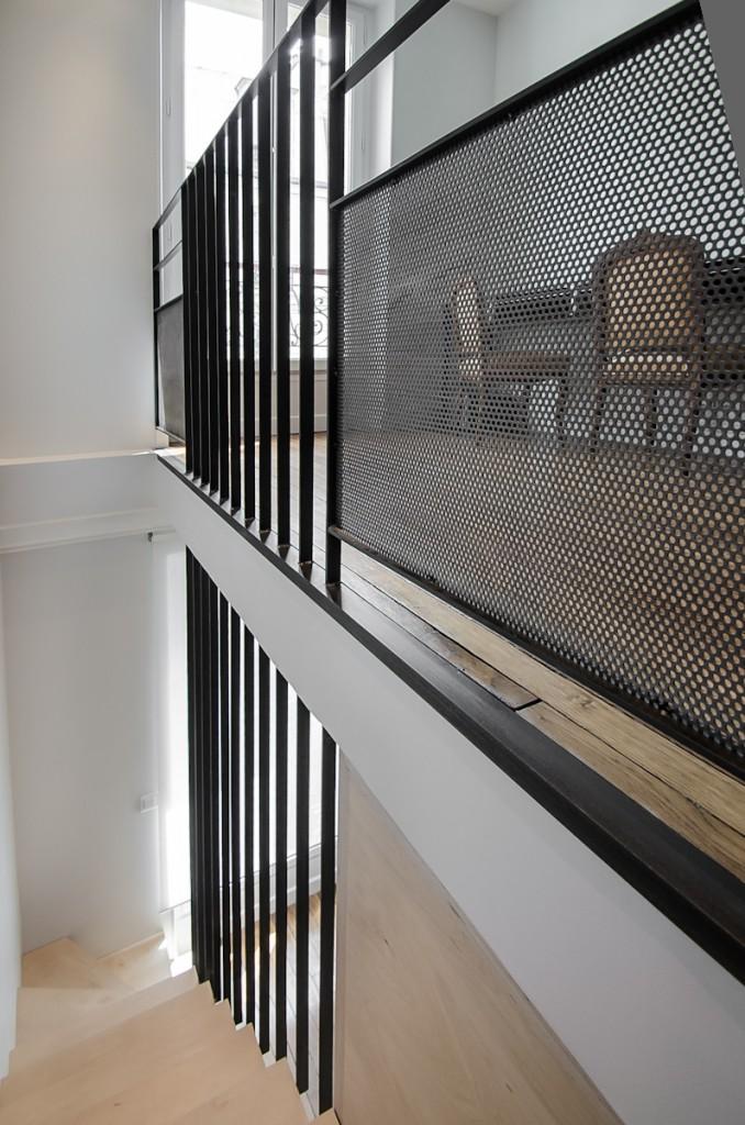 escalier design métal brut